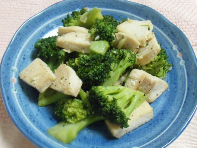 鶏むね肉とブロッコリーのガーリックソテー