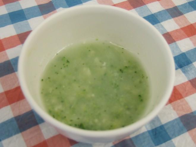 ブロッコリーと鶏ひき肉のスープ