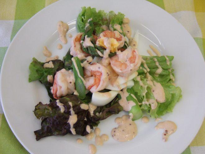 アスパラガスとエビのゆで卵サラダ