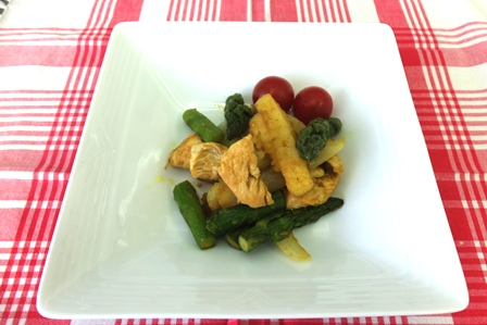 鶏むね肉とアスパラのカレー炒め