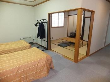 浅草山荘 部屋の入り口から段差のない和洋室