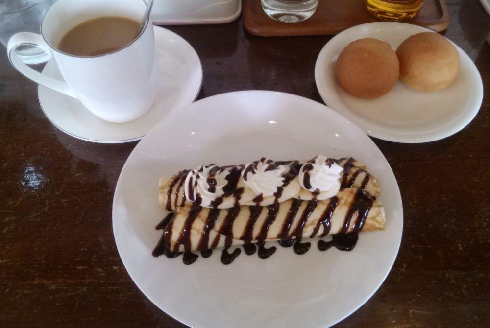 フレーバー・カップ ホットカフェオレとチョコ&バナナのクレープ